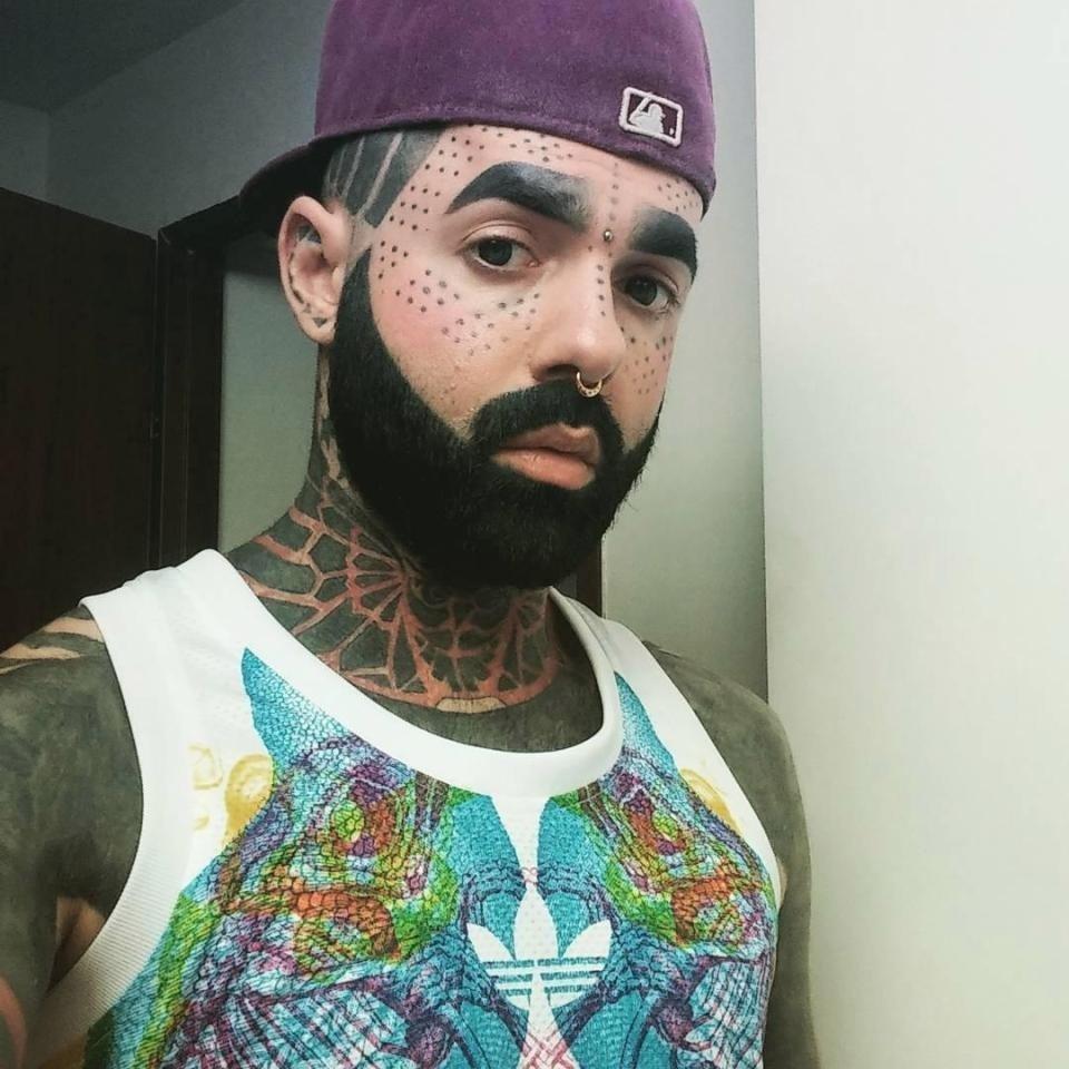 Фотомодель из России набил тату на 90% тела и отрезал себе половой орган
