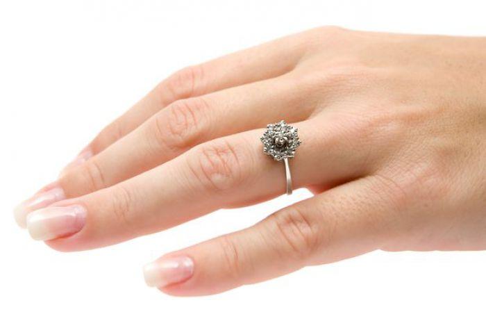 На каких пальцах не рекомендуется носить кольца