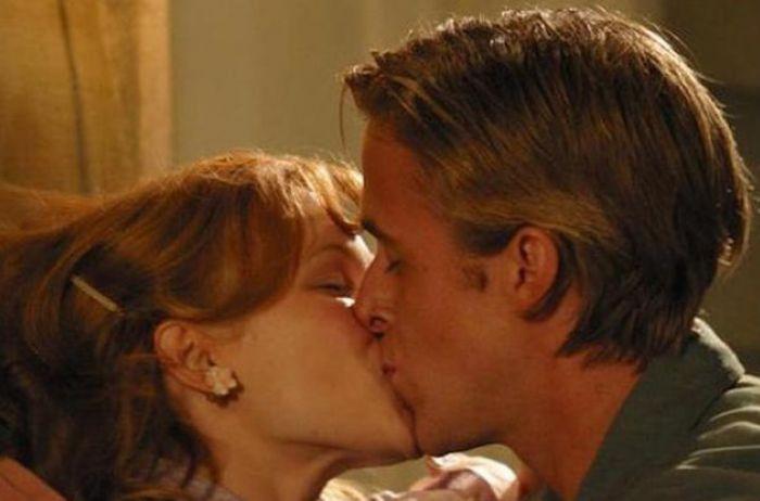 Стало известно, почему нельзя целовать человека в глаза