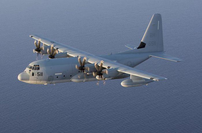 У берегов Японии военный самолет США столкнулся с дозаправщиком: есть выжившие