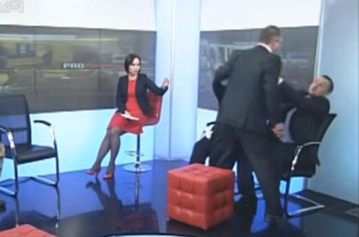 Нардепы Барна и Левченко устроили драку в прямом эфире телеканала «Рада»