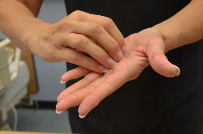 Ошибки, которых надо избегать во время мытья рук зимой