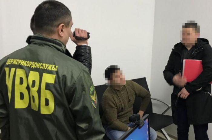 В киевском аэропорту задержали россиянина, который хотел дать взятку за въезд в Украину
