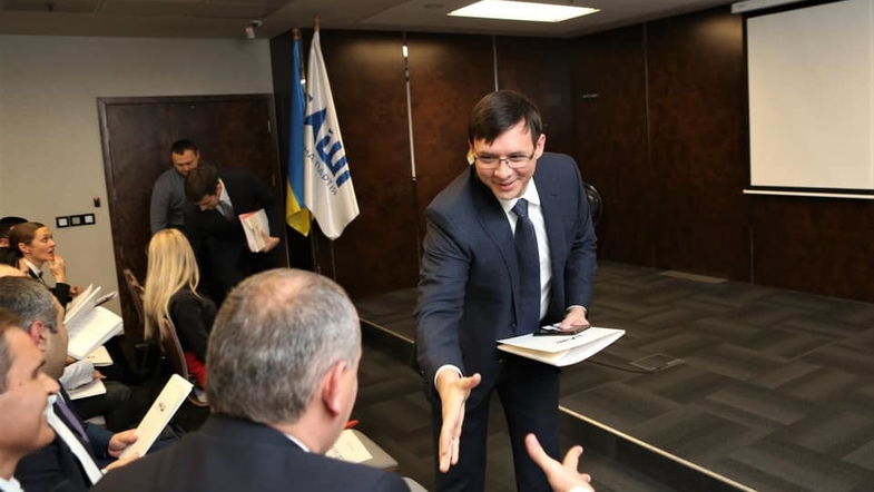 Тоже хочет стать президентом: Мураев наведался в ЦИК с пакетом «кандидатских» документов