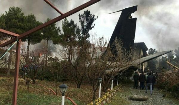 Грузовой самолет разбился в жилом районе: есть погибшие