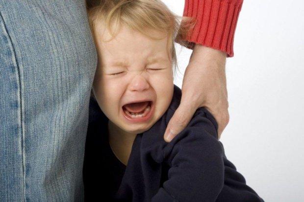 В Сумах пьяная мамаша пытала своего ребенка холодом. ВИДЕО