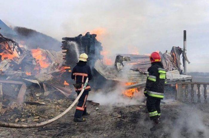На Прикарпатье пожар уничтожил мужской монастырь
