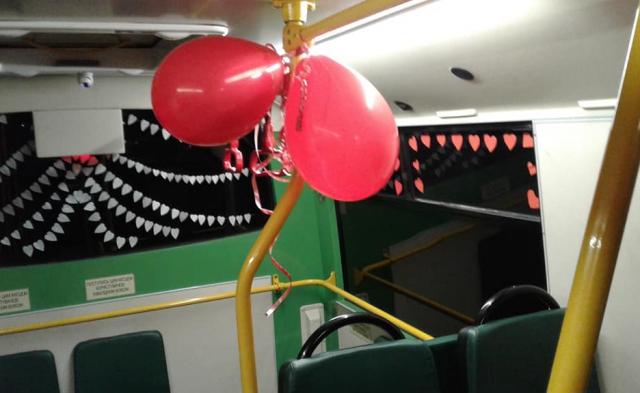 Водитель маршрутки поздравил украинцев-пассажиров с Днем святого Валентина сюрпризом. ФОТО