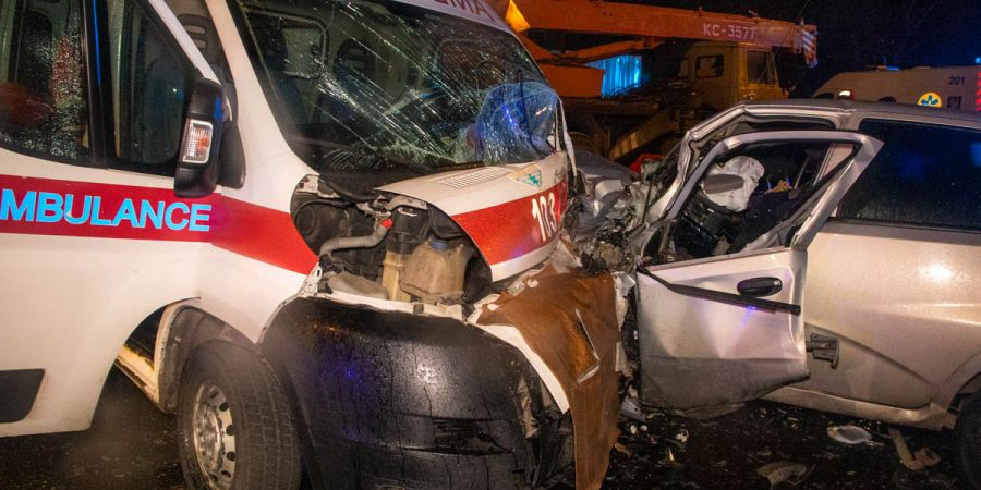 Кровавое ДТП в Киеве: машина «скорой» столкнулась с ZAZ. Трое погибших. ФОТО