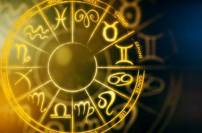У Раков хороший день для новых знакомств: гороскоп на 6 марта