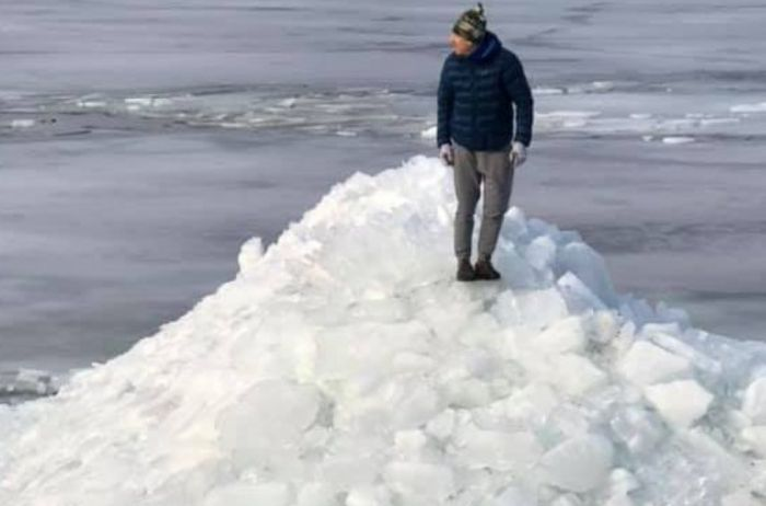Ледяные терриконы: на Киевщине появилась своя Антарктида. ФОТО