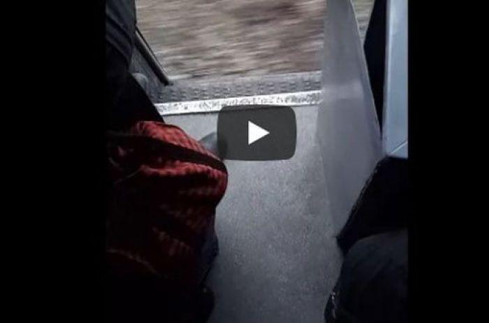 В сети появилось видео экстремальной поездки на поезде Укрзализныци