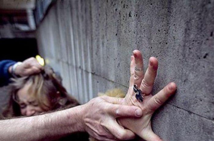 Под Киевом уголовник сутки избивал и насиловал девушку, снимая все на телефон
