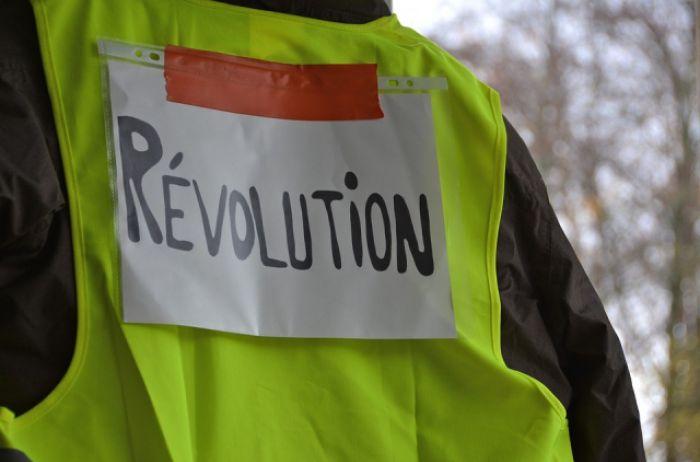 Пожары, столкновения, погромы: «желтые жилеты» подняли на уши весь Париж