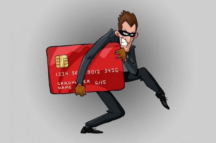 С банковских карточек украинцев массово воруют деньги: кто в зоне риска