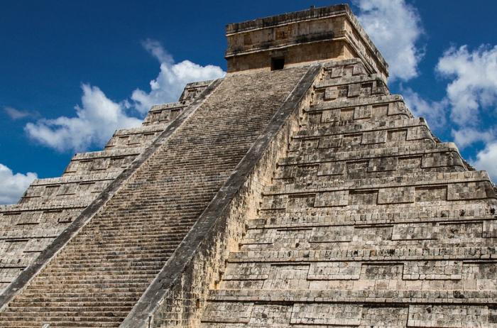 У пирамиды майя во время молитвы случилось нечто странное. ВИДЕО