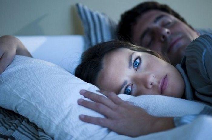 Проснулись посреди ночи: вот о каких заболеваниях это может говорить