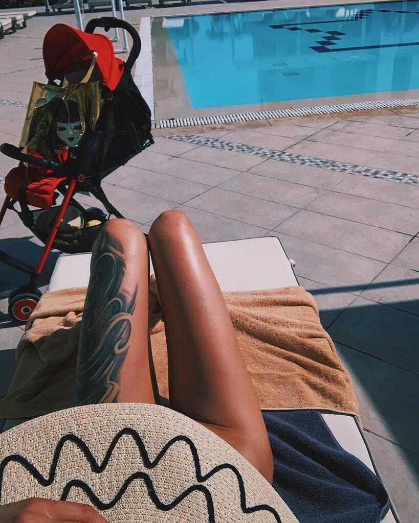 Жена Ступки любит отдыхать обнаженной: появилось горячее фото