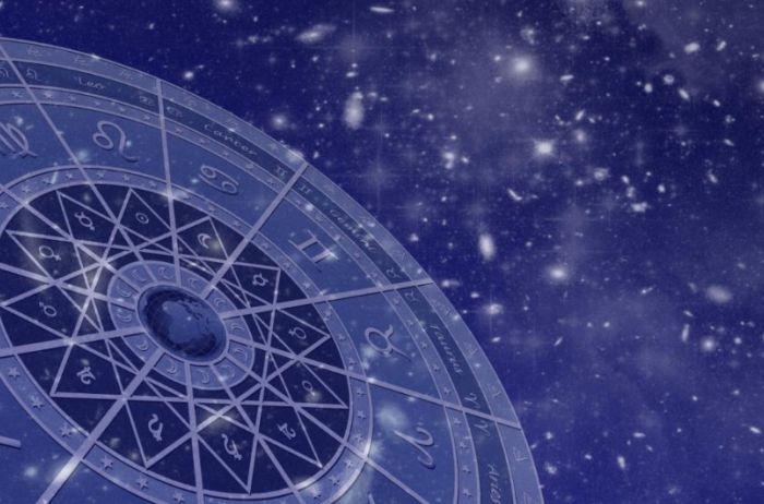У Водолеев – день отказа от всего ненужного: гороскоп на 3 апреля