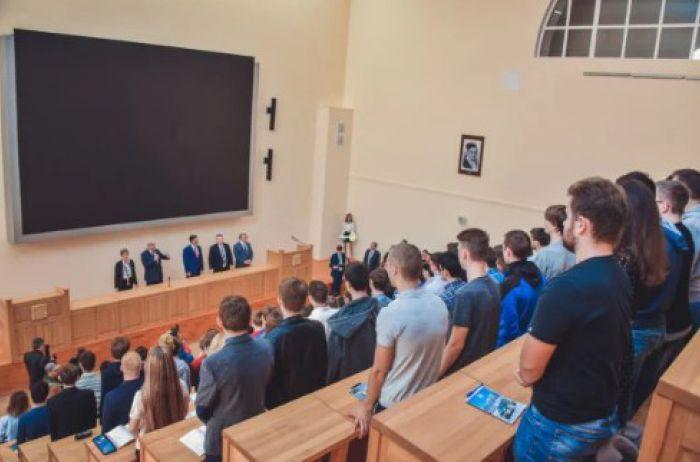 Горячие студентки КПИ показали сексуальное амплуа. ВИДЕО