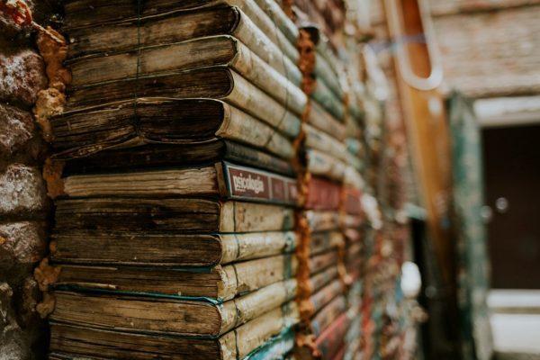 Эксперты подсказали, как заработать на старых книгах