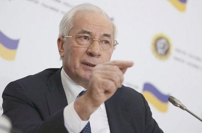 Азаров: «Порошенко вложил деньги в глупый пиар, а не в голодающих»