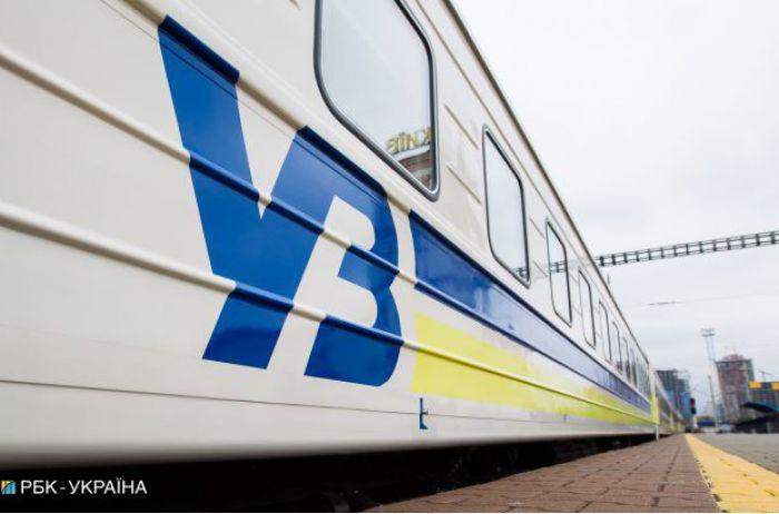 УЗ пожаловалась полиции на футбольных фанатов, разгромивших вагоны поезда Львов-Запорожье