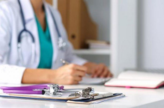 Украинцев заставили платить за бесплатные услуги врача: что изменилось