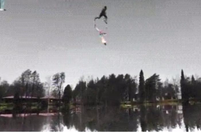 В сети появилось ВИДЕО бегущего по небу человека