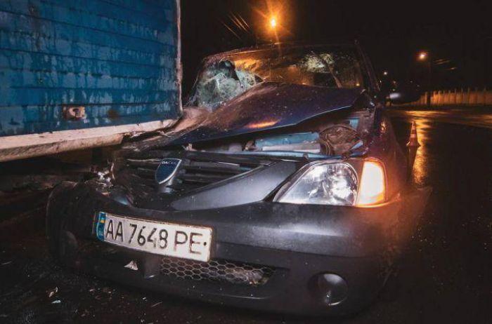 Таксист Uber протаранил припаркованную у обочины «Газель» и сбежал с места ДТП