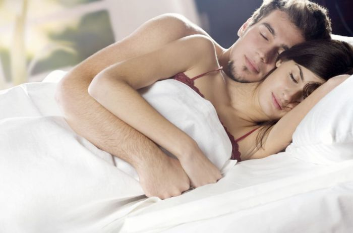 Ученые вычислили, в каком возрасте люди чаще занимаются интимом