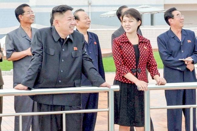 Кружева и черные колготки: так выглядит супруга Ким Чен Ына