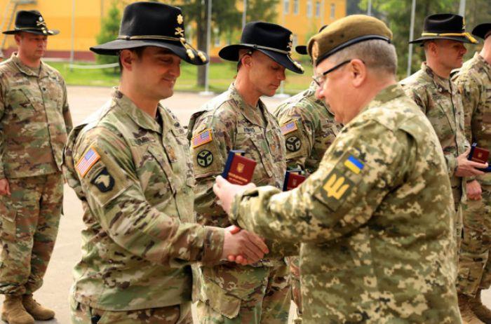 В Украине встречали более сотни американских десантников