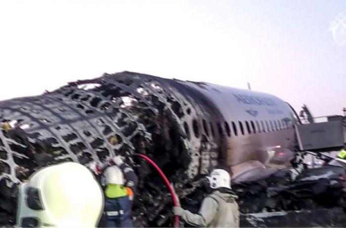 Пассажир сгоревшего в Москве лайнера видел, как в двигатель самолета ударила молния