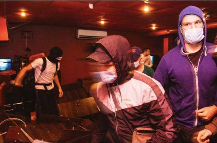 В Виннице неизвестные в масках разгромили зал игровых автоматов. ВИДЕО
