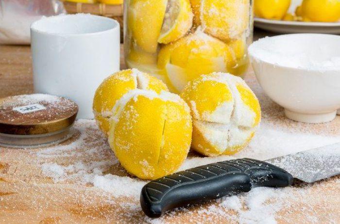 Вот почему некоторые люди кладут возле кровати лимон с солью