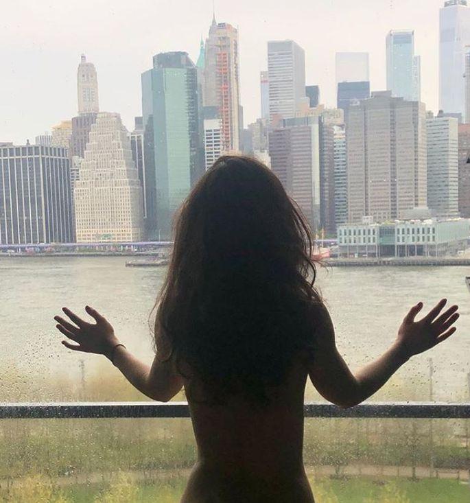 Смотрите, не обожгитесь: Вика Дайнеко снялась голышом В Нью-Йорке