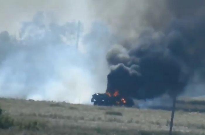 Боевики подбили грузовик ВСУ, а потом занялись мародерством