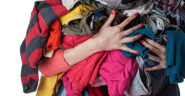 Что делать с ненужной одеждой и обувью: стоит ли раздавать