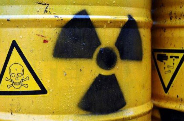 Утечка химикатов. Эколог предупреждает, что рано или поздно яды попадут в Днепр