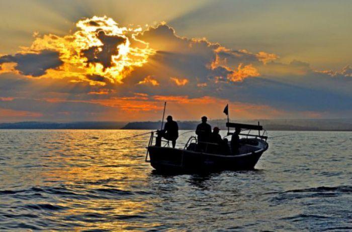 «Такого еще не видели»: рыбак выловил в озере гигантского мутанта