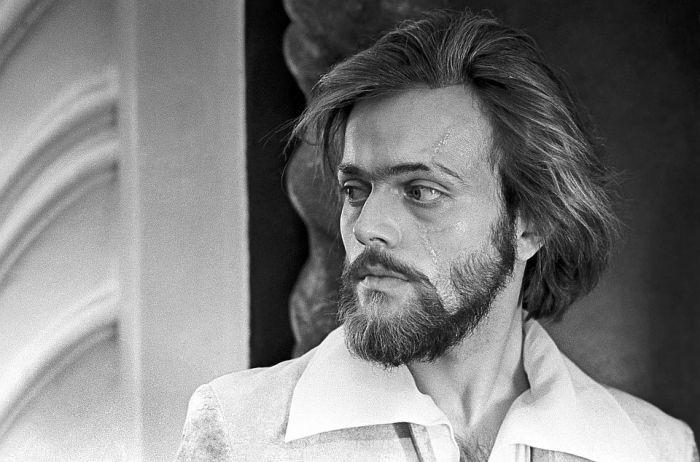 Умер секс-символ советского кино, звезда фильмов «Овод» и «Человек-невидимка»