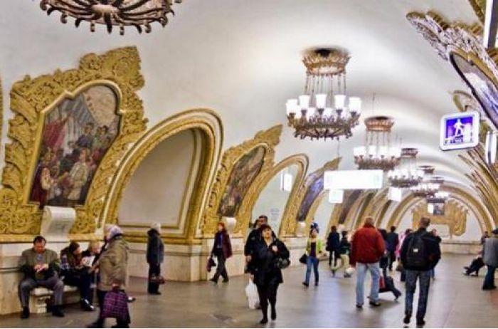 Обиженная москвичка сняла трусы прямо в метро. ВИДЕО
