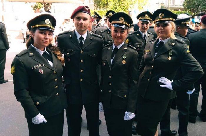 Могли запросто арестовать или убить: офицер ВСУ отправился «обмывать погоны» в оккупированный Крым. ФОТО