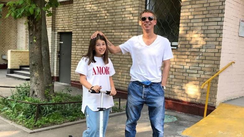 Любимчик Путина возомнил себя царем и дал 11-летней дочери сигарету. ФОТО