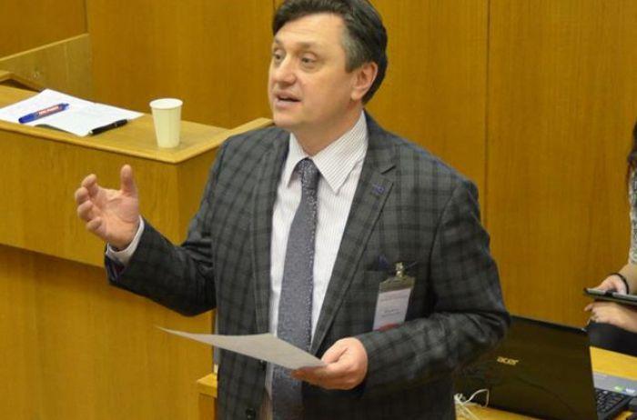 Повернення Донбасу. Політолог розповів, про що «забув» згадати у своїй заяві Разумков
