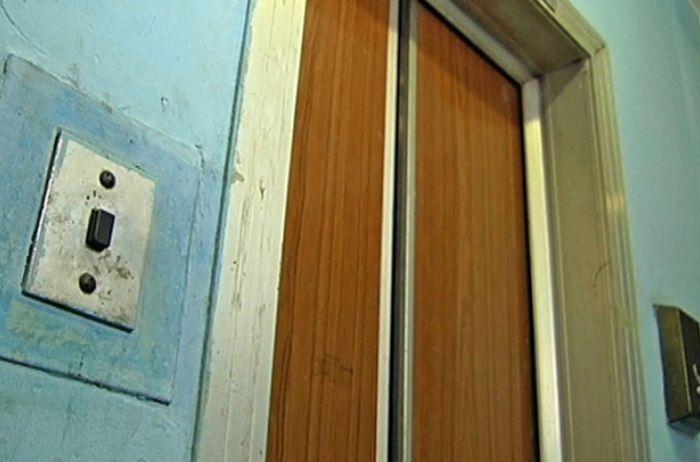 «Соседи даже не пытались помочь». В Днепре оборвался лифт с женщиной внутри