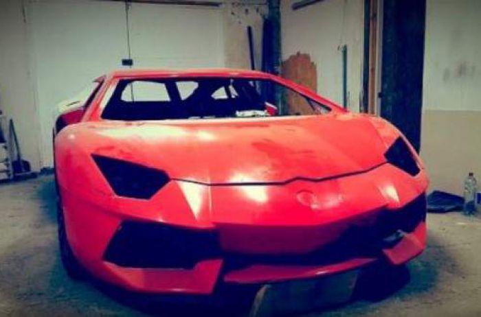 На дорогах засекли уникальный Lamborghini из бумаги: и это не макет, он ездит
