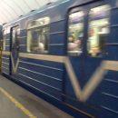 В Киеве вандалы сделали из поезда метро фиолетовую змею. ВИДЕО