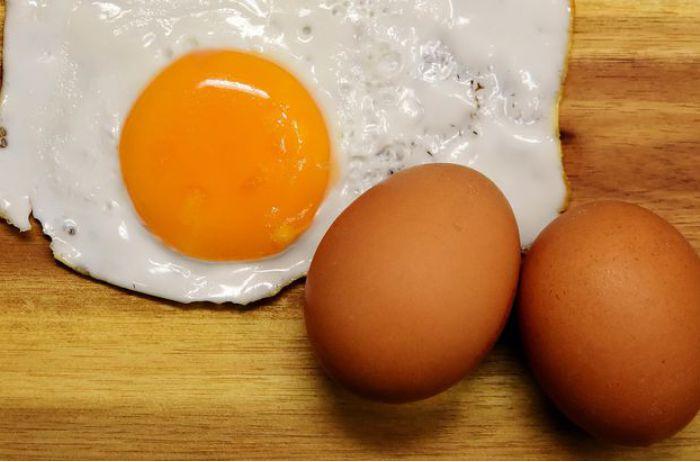 Названы продукты, которые нельзя есть вместе с яйцами